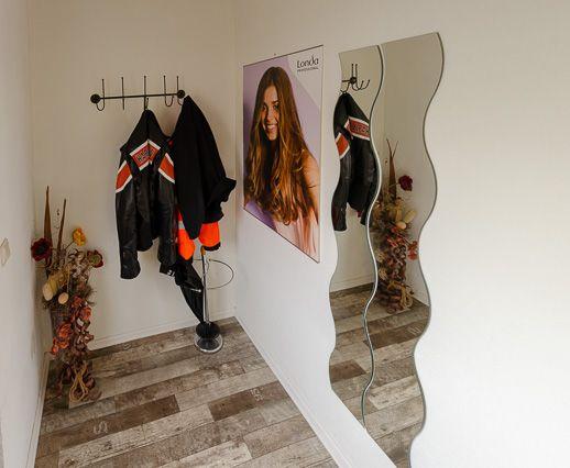 Art of Hair - Eingang und Garderobe Salon Erfurt-Mittelhausen